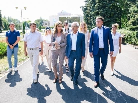 Глава Липецка выступила перед бывшим мэром
