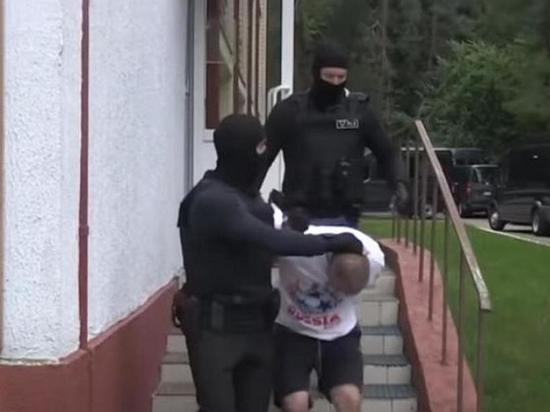 Белорусские СМИ показали паспорта задержанных под Минском россиян