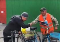 Глава Тувы Шолбан Кара-оол подарил дворнику велосипед
