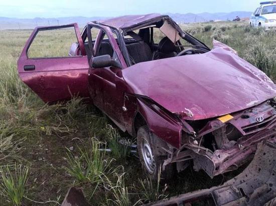 В Хакасии водитель без прав катал девушек и травмировал их