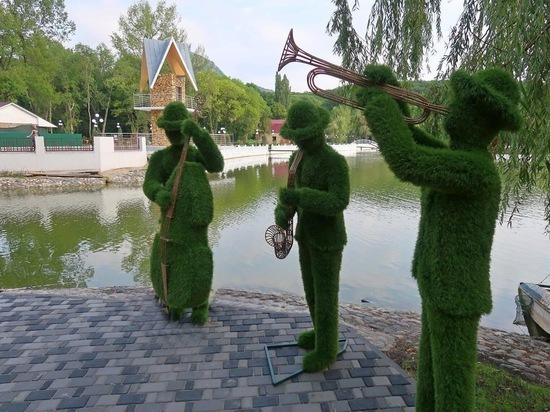 В Железноводске на Курортном озере поселились зелёные музыканты