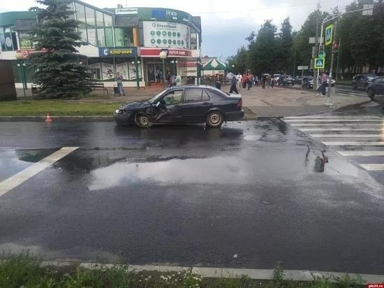Трое псковичей пострадали в аварии на перекрёстке Рижского проспекта