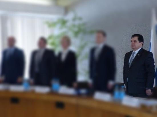 В чем секрет политической живучести нового спикера Петросовета