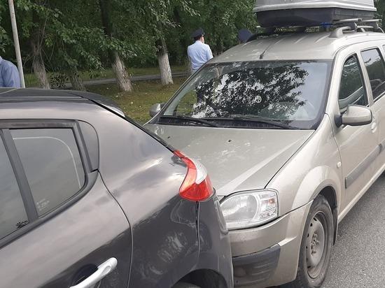 В Екатеринбурге в столкновении Лады и Рено пострадал подросток