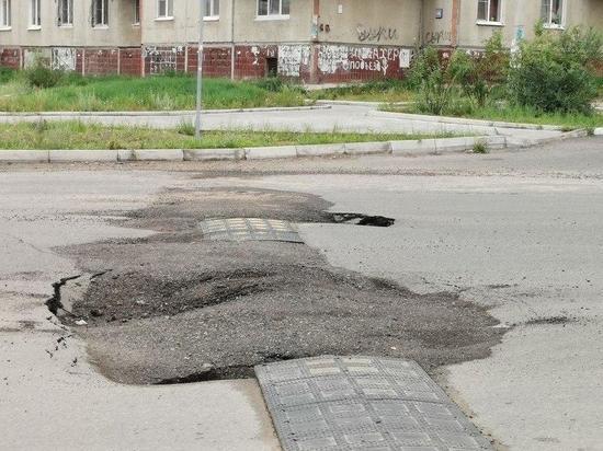Асфальт в Чите провалился через несколько дней после ремонта