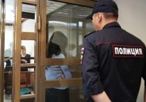 Адвокаты двух старших сестер Хачатурян, обвиняемых в убийстве своего отца, устроили для журналистов отвлекающий маневр в Мосгорсуде, чтобы оградить Ангелину и Крестину от камер