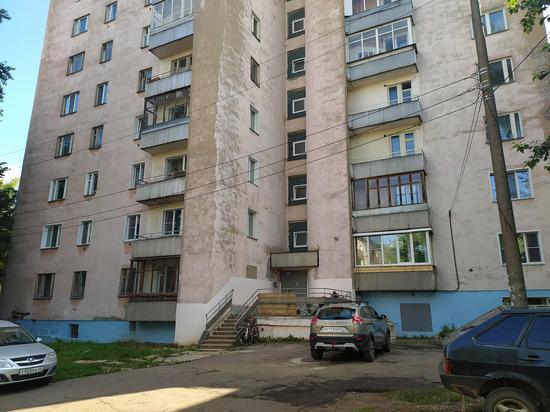 Пенсионеры на Дерендяева не могут покинуть дом из-за сломанного лифта