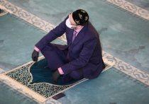 На Курбан-байрам в главную мечеть Москвы пустили избранных чиновников