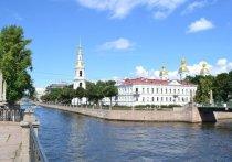 Петербурженка упала в Крюков канал, делая селфи