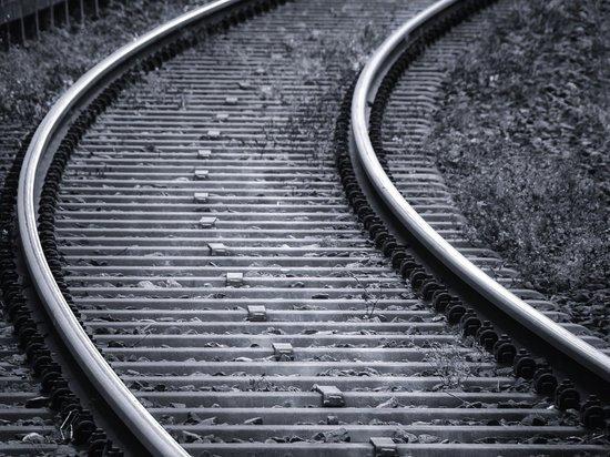 Вагон грузового поезда сошел с рельс в Забайкалье