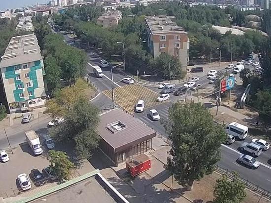 В Астрахани на дороге появилась «вафельница»