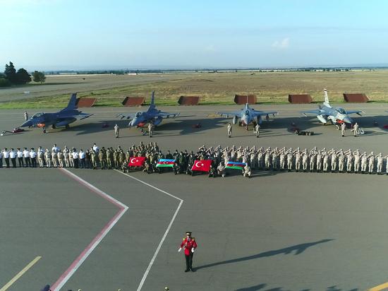 Авиация будет задействована в учениях на границе с Арменией