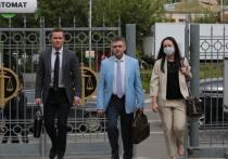 Защита двух старших сестер Хачатурян, обвиняемых в убийстве отца, заявила суду несколько ходатайств