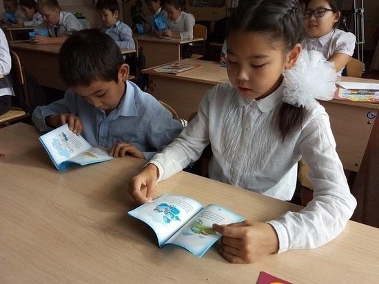 В Калмыкии детям из многодетных семей окажут единовременную помощь