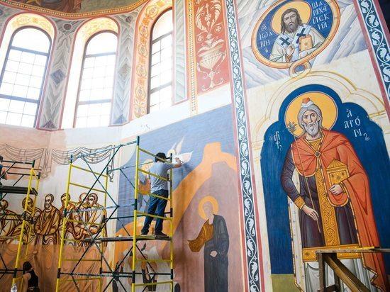 Иконописцы собора Александра Невского: «Храм сам подсказывает образы»