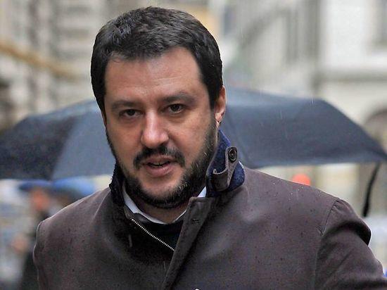 Экс-министру внутренних дел грозит длительный срок за насильственное удерживание мигрантов