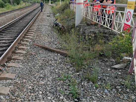 В Челябинской области подросток на мотоцикле попал под поезд и погиб