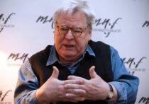 Он снял фильм «Стена» на музыку Pink Floyd, такие знаменитые картины, как «Полуночный экспресс», «Эвита», «Жизнь Дэвида Гейла», «Птаха»