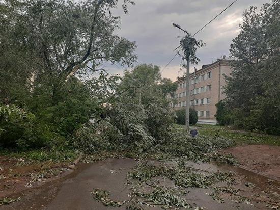 В Челябинске трамвай №19 временно не будет ходить из-за порыва сети во время урагана