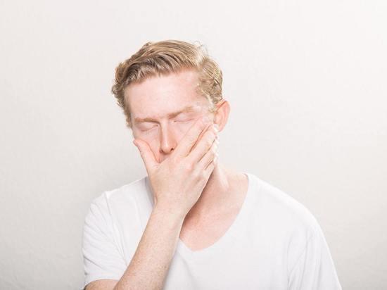 Онколог назвал нездоровую причину появления горечи во рту