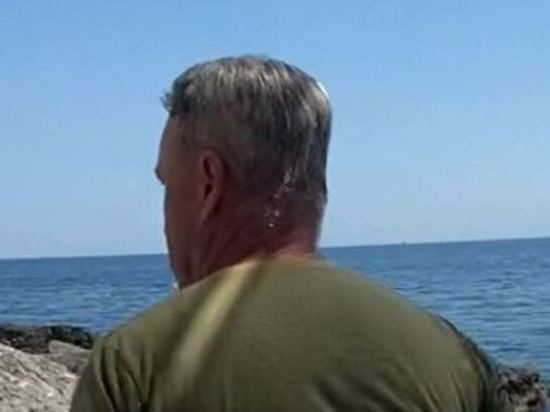 В Крыму уволили охранника который гонял туристов плетью