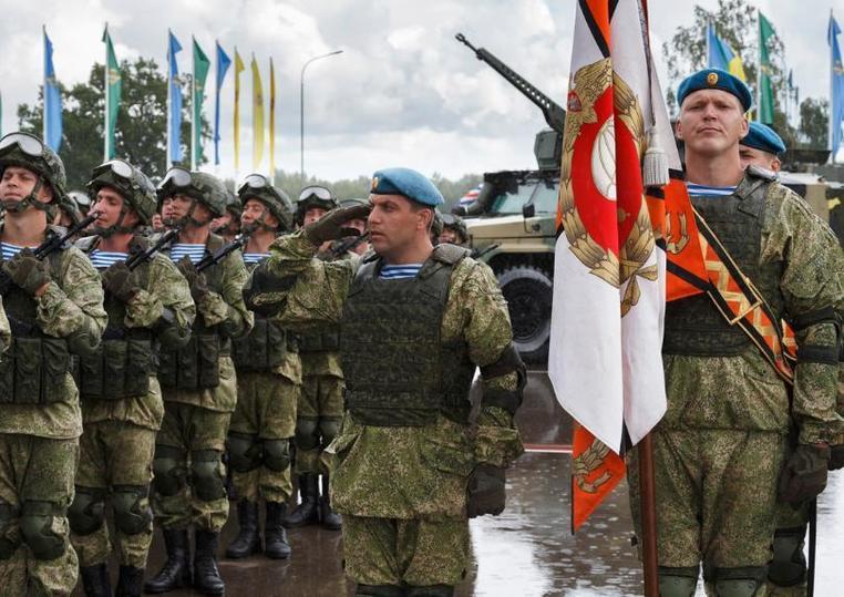 Шойгу поздравил десантников с Днем ВДВ