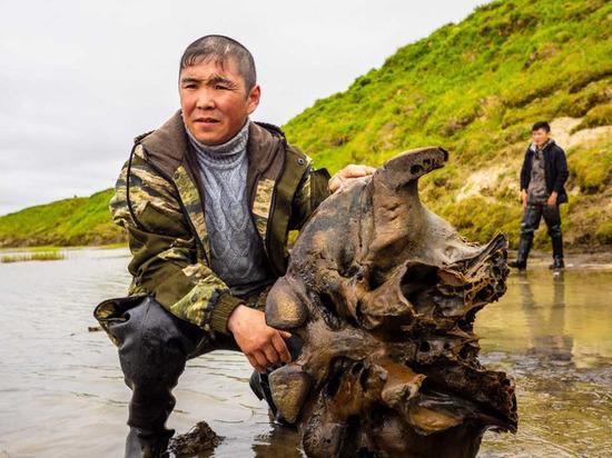 Найденные останки мамонта доставили в главный музей Ямала