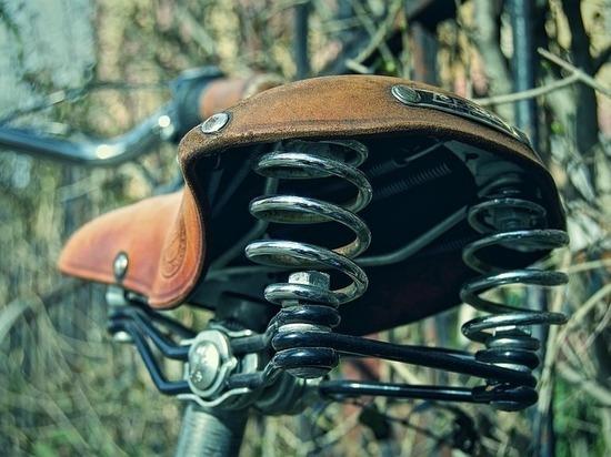 Пожилая велосипедистка погибла под колесами иномарки на Ржевке