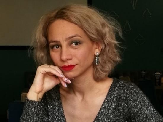 Подозреваемая в убийстве певца начала карьеру с копирайтинга, а затем перешла на астрологию