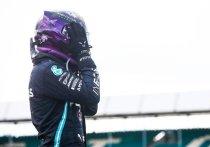 Британец Льюис Хэмилтон на трех колесах выиграл домашний Гран-при Великобритании – зрители увидели самый драматичный финиш за много лет. Россиянин Даниил Квят впервые в этом сезоне надолго попал в кадры трансляций, но его это совсем не порадовало. «МК-Спорт» рассказывает об итогах четвертого этапа чемпионата мира по автогонкам в классе «Формула-1».