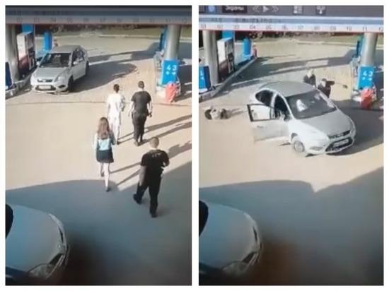 В Новосибирске водитель сбежал с заправки, потеряв свою пассажирку