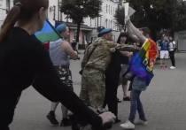 В Ярославле гей-активист Яросла Сироткин вышел сегодня на акцию, несмотря на то, что в городе многочисленные бывшие десантники, праздновали День ВДВ