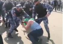 В Сети появилось видео драки, которая произошла в Москве в Парке Горького между бывшими десантниками и сотрудниками Росгвардии
