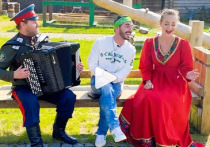 Телезвезда Тимур Родригез в Салехарде спел с казаками о карантине
