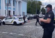 С недавних пор каждая рабочая неделя в Украине начинается с захвата заложников и угроз взрыва