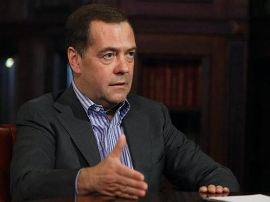 Медведев предложил возложить на работодателя ответственность за преступление мигранта