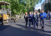 Олег Николаев в Новочебоксарске оценил благоустройство дворов и встретился с обманутыми дольщиками