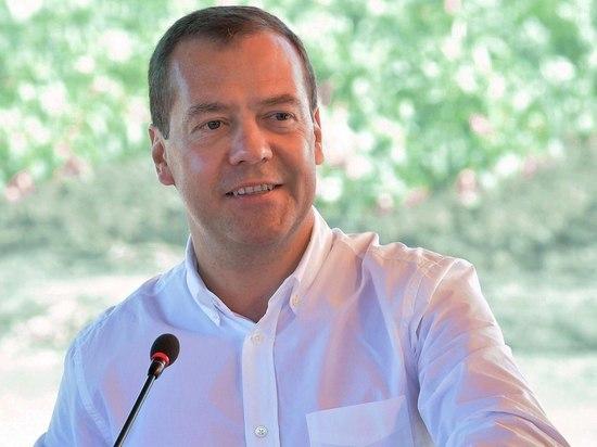 Правозащитник ответил Медведеву на идею изменить правила въезда для мигрантов