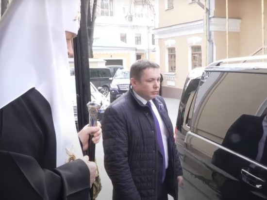 «На руке часы за тыщи»: Шнуров ответил стихом на заявление патриарха Кирилла