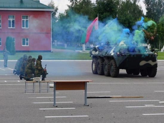 В Республике Беларусь в срочном порядке начали призывать мужчин на 25-дневную мобилизацию, пишет Telegram-канал WarGonzo