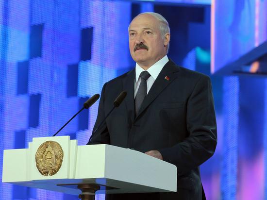 Президент Белоруссии Александр Лукашенко выступил с посланием к гражданам и депутатам Национального собрания. Это традиционное ежегодное послание белорусского главы - однако в этом году оно было перенесено на более поздний, чем обычно, срок, поскольку 9 августа пройдут выборы президента Белоруссии. Мы провели онлайн-трансляцию послания Лукашенко.