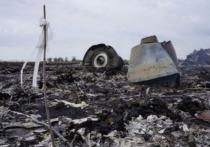 Пилот сбитого в небе над Донбассом в 2014 году пассажирского Boeing, выполнявшего рейс из Амстердама в Куала-Лумпур, за несколько секунд до катастрофы менял домашние тапочки на ботинки, заявил независимый технический эксперт Юрий Антипов