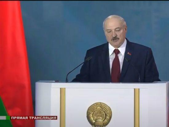 """Лукашенко назвал ограничение власти президента """"возвратом в лихие девяностые"""""""