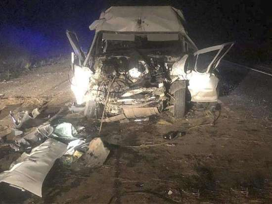 В Братском районе в столкновении микроавтобуса с трактором погиб водитель