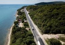 На трассах Кубани остановили ремонт, чтобы туристы легко добирались до моря