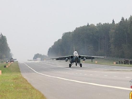 Белоруссия проведет учения ПВО и ВВС с посадкой самолета на автотрассе