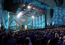 Пока в России политическая повестка, как и положено в августе, полностью сошла на нет, в Белоруссии в преддверии выборов накаляется не только обстановка, но и страсти