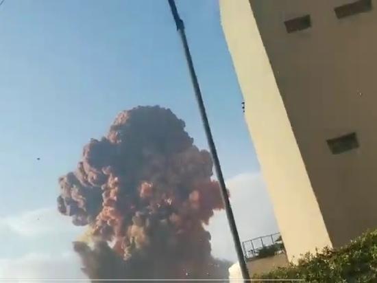 В порту столицы Ливана Бейрута прогремел мощный взрыв