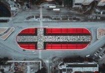 Почти год назад известный питерский художник Покрас Лампас оставил послание в своем нашумевшем «Метасупрематическом кресте» в Екатеринбурге
