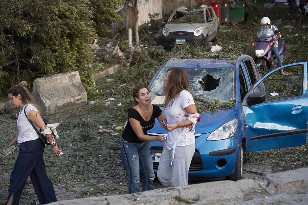 Адский взрыв разнес районы Бейрута: кадры страшных разрушений